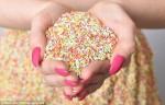 別吃衣服! 70萬顆糖做出夢幻糖果裝