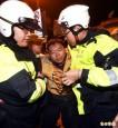台聯青年軍夜襲總統官邸潑漆 13人遭裁罰