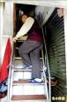 窄梯難救百公斤婦 3樓吊掛送醫