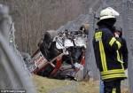 賽車垂直衝向觀眾 恐怖賽車道釀禍致1死