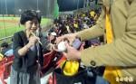 喜歡一起吶喊!陳佩琪偷偷坐觀眾席
