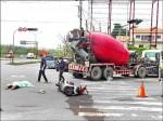 15噸重車亂左轉 輾死找工作女大生