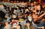 府前抗議亞投行 抗爭群眾1日上午開「凱道記者會」