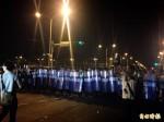 03:30 警方展開驅離 從總統府兩旁開始包夾