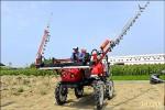 神氣!新型農機 噴藥機像機器人