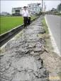 水利溝清淤泥置路肩 挨批