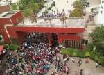 造反了?中國官員欺辱老婦 遭上千名中學生圍剿