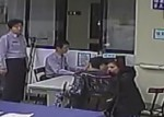異國情侶夾娃娃被警攔查 意外發現懷娃娃