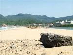 海祭沙灘「埋伏銳石」 誰敢打赤腳?