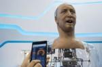「皮膚看得見毛細孔」 扮鬼臉機器人超吸睛