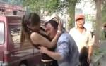 香客對辣妹吸奶磨蹭 網友:這些行為是神明要的?