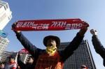 南韓26萬人上街頭 抗議勞工改革政策
