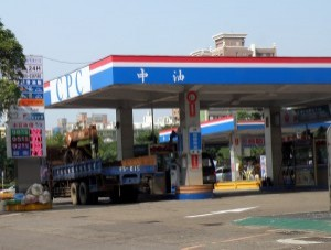 連三漲!明起汽油漲0.3元 柴油漲0.4元