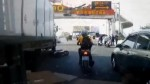 悚!電動車貨車碰撞 老翁爆頭、溢漿