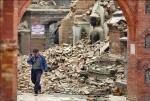 尼泊爾震災逾2500死 徒手挖掘搶救