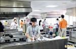 想進協志工商廚藝班 先考拖地洗碗