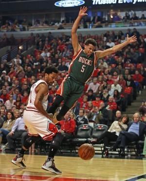 NBA》拒絕投降 公鹿撞公牛再追一勝