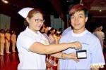 華醫護理系加冠 32位「男丁哥兒」