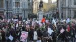 毆打示威學生 英警被判8月徒刑