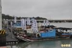 抗議離岸風電機補償不公 漁船出海抗議