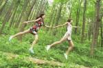 你覺得美嗎? 旗袍女孩在森林飄浮...