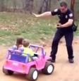 兒童版警匪追逐戰 女兒神回警察爸:管好你自己