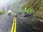 阿里山公路近日落石砸車 導遊、司機:應封路
