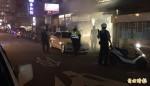 黑衣人信號彈丟服飾店 警方連夜掌握26嫌犯