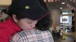 洋蔥太大顆了啦!麥當勞母親節影片超噴淚