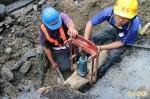 淡水區瓦斯管線被挖破 搶修中!臭味飄散百公尺