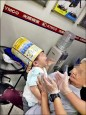 奶粉罐當帽子戴 1歲童卡頭暴哭