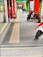 行人通行需求高的騎樓 優先整平