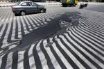 印度熱浪 連馬路都融化了...