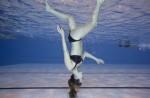 「輕功水上飄」是真的...女子行走水面超輕鬆