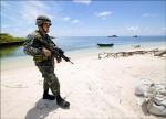 中國2門自走砲 登陸南海人工島
