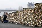 愛情太「沉重」!巴黎橋情鎖6月要全拆