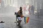 土耳其水砲鎮壓同志遊行 天空意外高掛彩虹