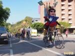 台東光明國小學童單車環島 義賣捐助塵暴傷者
