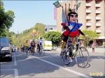 國小童單車環島 義賣捐塵爆傷患