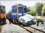 《越勞在車上吹冷氣》貨車衝出卡鐵軌 火車撞上