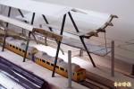 巧手鐵道迷 把潮州火車站搬進房間