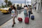 裝窮假盲搞垮希臘 「到處都是有錢人的貧窮國家」