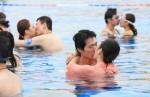 用生命在接吻! 20對情侶水中憋氣親親
