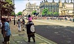 倫敦恐攻10週年 男子披IS旗幟路過國會