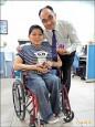 為愛攻碩士 張豐榮研發輪椅輔具