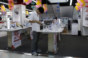 大摩:中國手機需求緩 恐爆價格戰