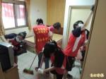 竹縣中正國中 票選搶當義工服務老人