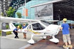 頂級生活展 輕航機、遊艇開進展館