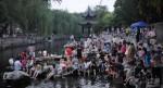 強國人!山東濟南護城河慘變泡腳池