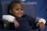 全球最年幼雙手移植 男童:我想趕快丟球
